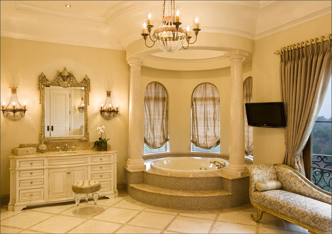 jetted tub with column surround